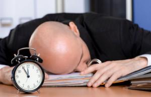 Schlafen macht schlau: Besser wäre hier aber ein bequemes Bett
