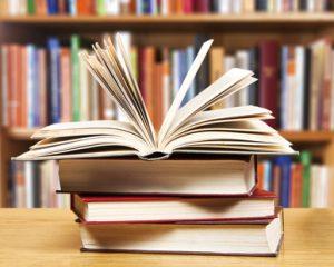 Büchestapel zum Vorlesen